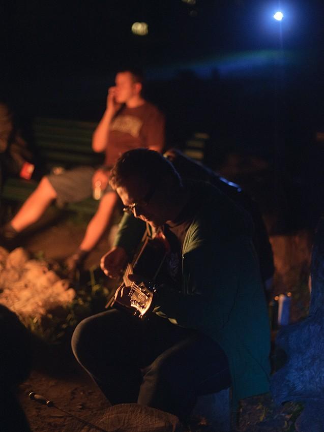 przy ognisku gitary...