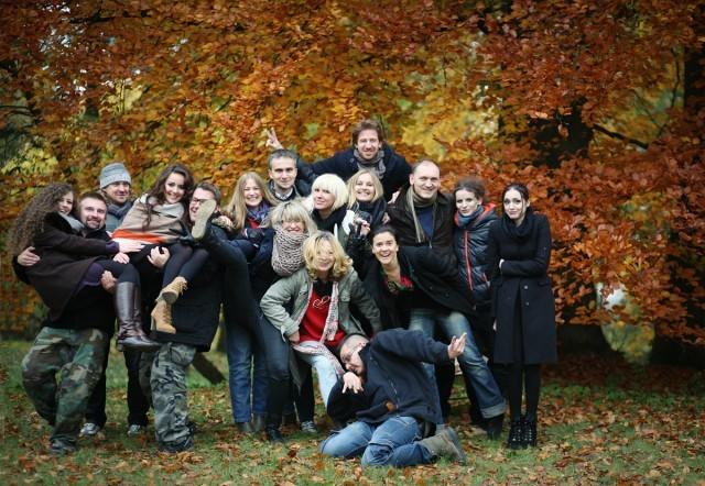 Najnienormalniejsza grupa, zwana Bumerangiem - tak się pokochali, że zjechali się z całej Europy, pół roku po swoim pierwszym spotkaniu, by w Złodziejewie spotkać się ponownie...