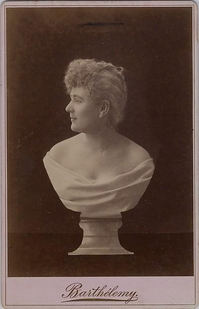 Portret kobiecy wkomponowany w popiersie,  fracuskie studio Berthelemy, 1870